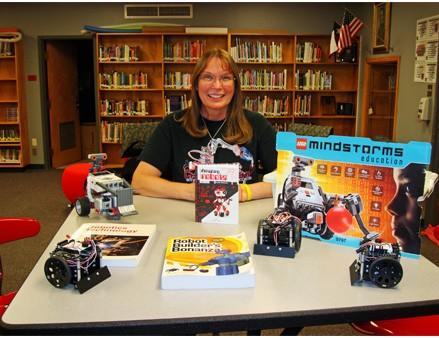 """Angela Rajcic, auteur de """"Incroyables Robots - Amazing Robots"""""""